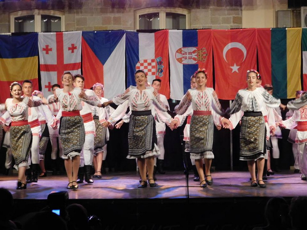 romanian folk dance group